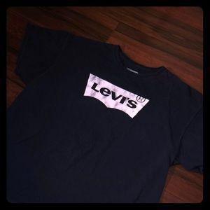 LEVI'S Tee🔥